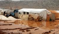 İdlib'de şiddetli yağış sonucu kampları su bastı