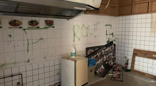 Berlinde bir Türke ait döner dükkanının duvarına gamalı haç çizildi