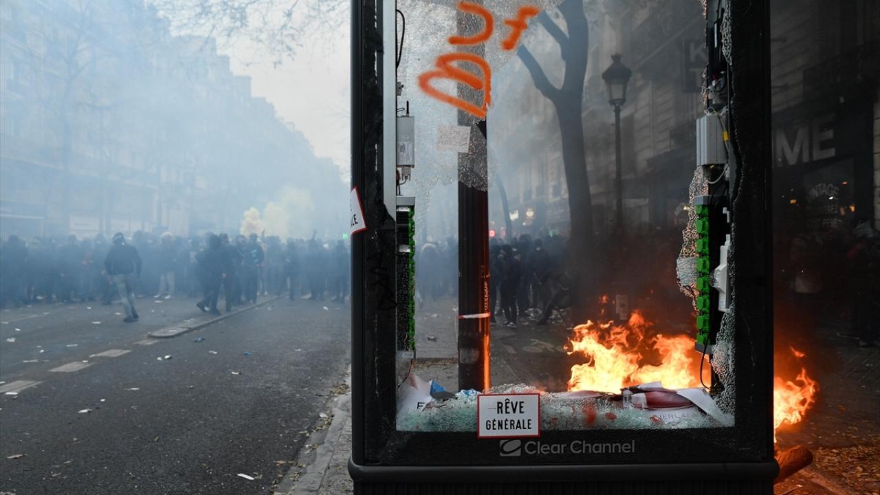 Fransadaki emeklilik reformu protestoları hayatı felç etti