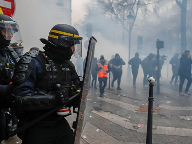 Fransa tarihinin en büyük grevi ikinci gününde