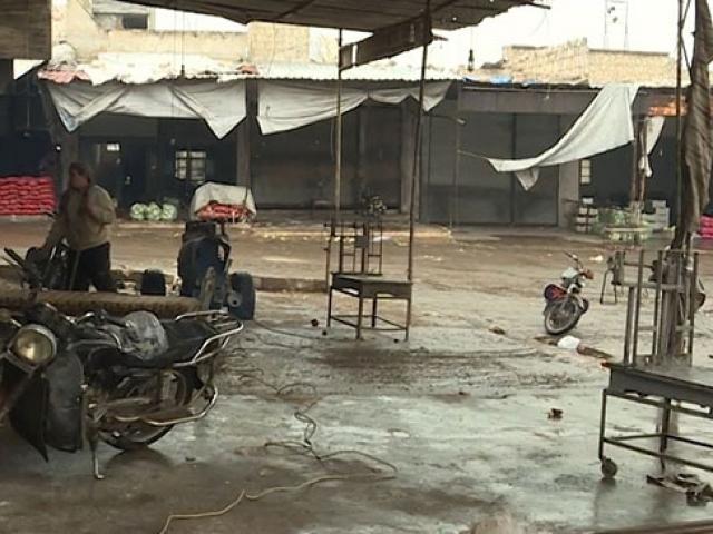 İdlib'de esnaf pazar yerini eski haline getirmeye çalışıyor