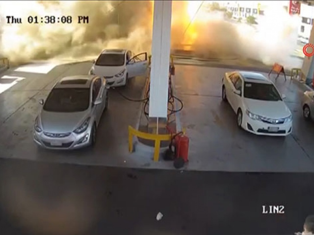 Suudi Arabistan'da benzin istasyonunda patlama