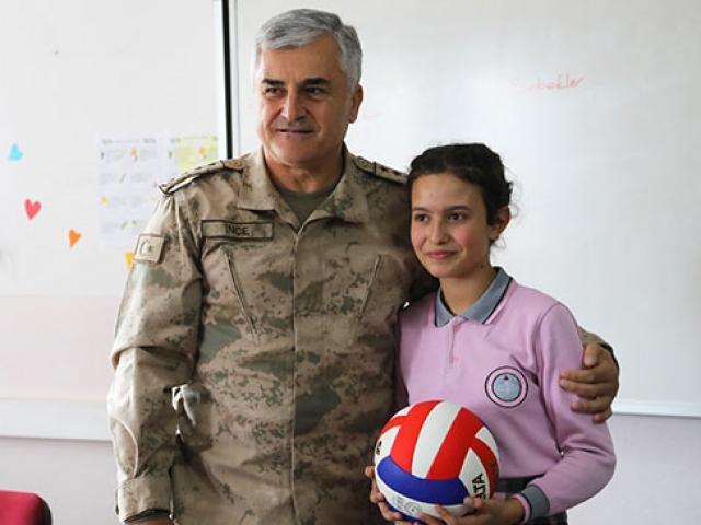 İl jandarma komutanı öğrencinin mektubuna duyarsız kalmadı