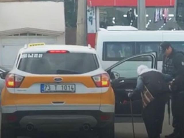 Cizre'de polis ve taksi şoföründen örnek davranış