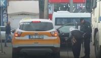 Polis ve taksi şoförü yaşlı kadın için seferber oldu