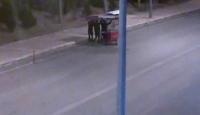 Engellinin simit sattığı tezgahını çaldılar