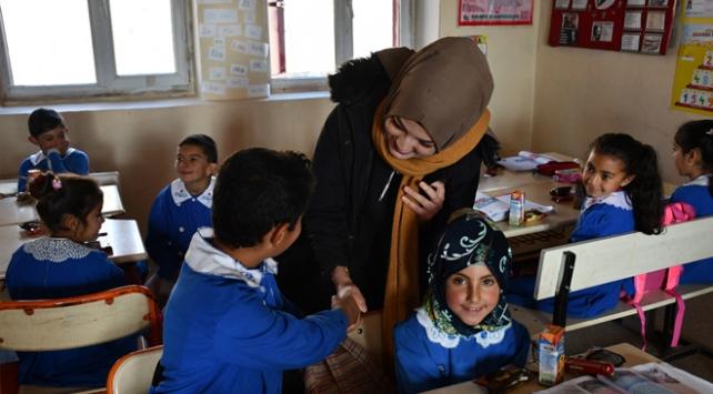 Ağrı'da köy okullarını onarmak için seferber oldular