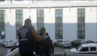 Yaşlı kadını dolandırmaya çalışan 2 şüpheli suçüstü yakalandı