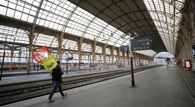 Fransada grev hayatı felç ediyor