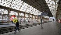 Fransa'da grev hayatı felç ediyor