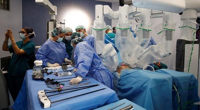 Antalya'da robotik yöntemle organ nakli yapıldı