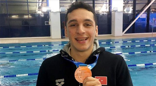 Milli yüzücü Ümitcan Güreşten bronz madalya