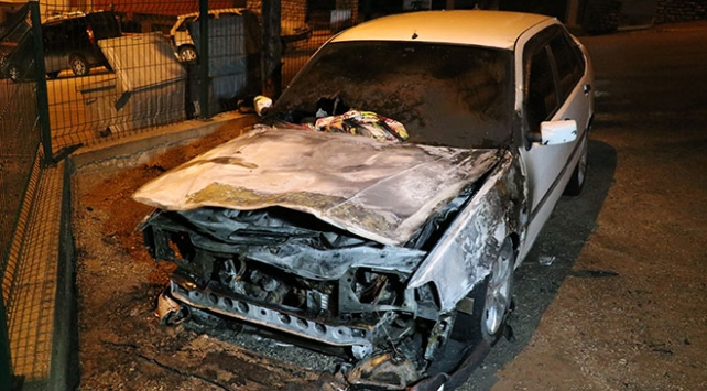 Karabükte park halindeki otomobil yandı