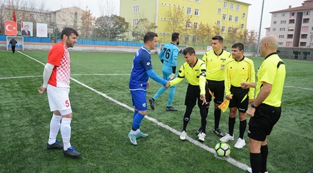 Amatör futbol maçını engelli gençler yönetti