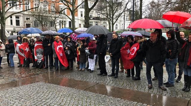 Alman kanalının skandal Atatürk yayını Hamburgda protesto edildi