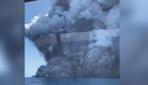 Yeni Zelandadaki yanardağın patlama anı kamerada