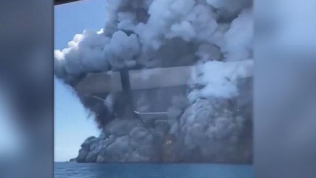 Yeni Zelanda'daki yanardağın patlama anı kamerada