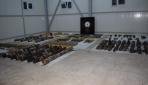 Diyarbakırda terör örgütünün cephaneliği ele geçirildi: 20 gözaltı