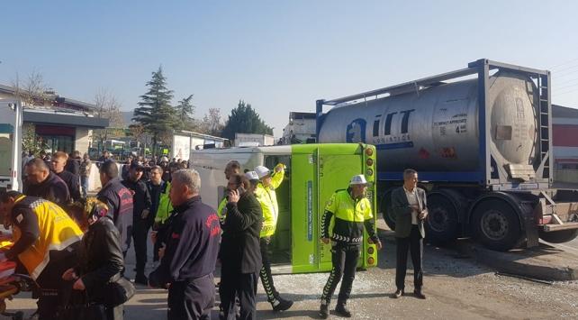 Kocaelide tır halk otobüsü ile çarpıştı: 20 yaralı