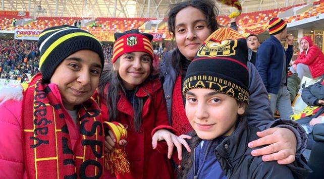 Arapgirli çocuklar mutlu bir gün yaşadı