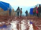 Rejim saldırılarından kaçan Suriyeliler çadırlarda yaşam mücadelesi veriyor