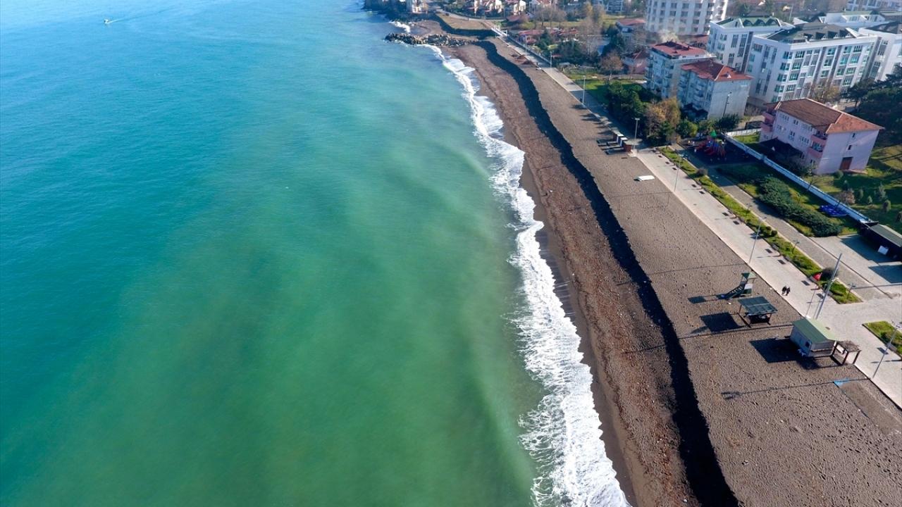 Akçakoca sahilinde kum kıyıya 3 metre çekildi