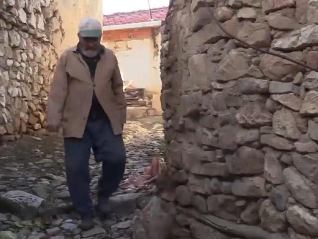 Herkesin terk ettiği köyün bekçisi: Mustafa Dede
