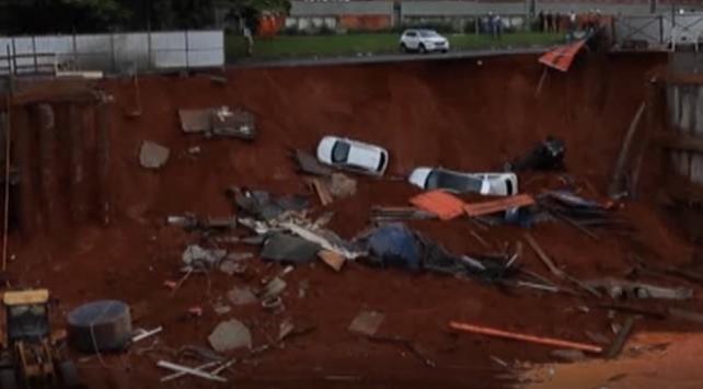 Brezilyada çöken yol 4 aracı yuttu