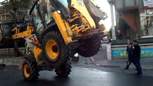 İş makinesiyle tehlikeli hareket yapan operatöre ceza