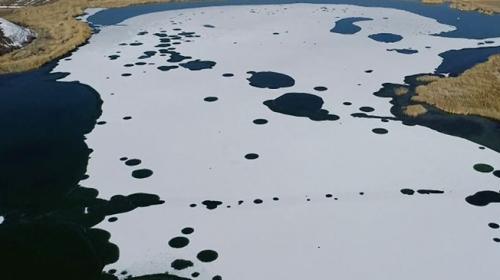 Hafik Gölü buz tuttu