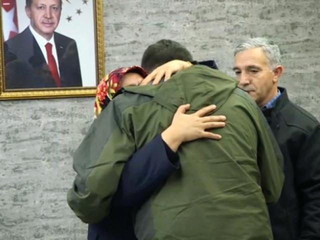 Diyarbakır'daki evlat nöbetinde annesini görünce dayanamadı, örgütten kaçtı