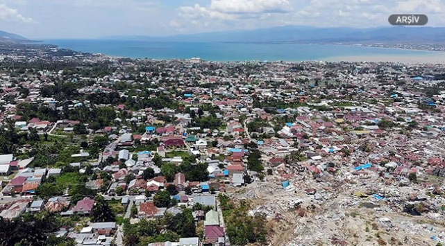 Endonezyada 5,4 büyüklüğünde deprem
