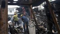 Bangladeş'teki plastik fabrikasında çıkan yangında 11 kişi öldü