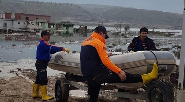 AFAD, baraj havzasında mahsur kalan hayvanları kurtardı