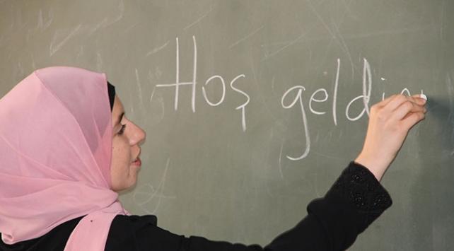 Yunus Emre Enstitüsü bir yılda 15 bin yabancıya Türkçe öğretti