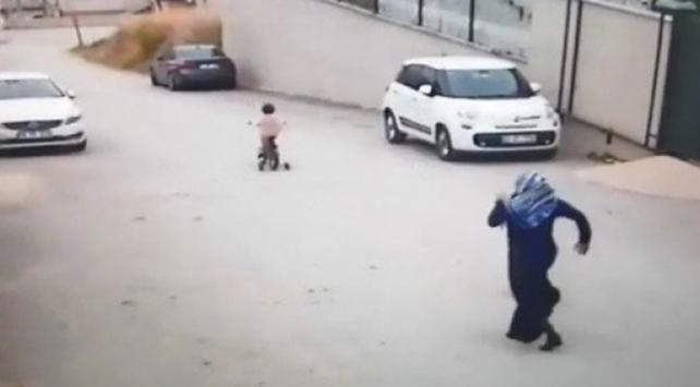 Bisikletle yokuş aşağı inen kızın hayatını servis şoförü kurtardı