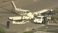 ABD'de iki motorlu uçak caddeye zorunlu iniş yaptı