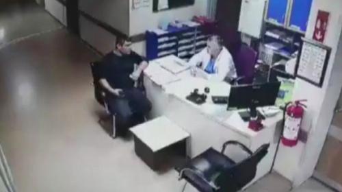 Hastanede tavandan düşen teknisyen kamerada