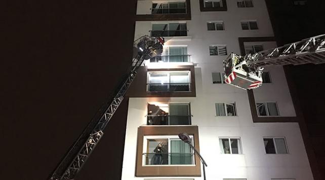 İstanbulda çıkan yangında mahsur kalan 14 kişiyi itfaiye kurtardı