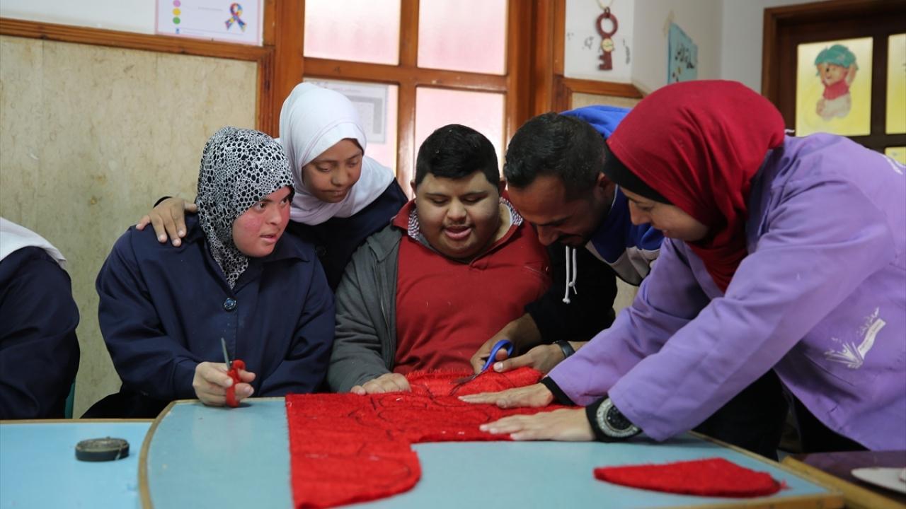 Gazzeli gençler, girişimleriyle down sendromluları topluma kazandırıyor