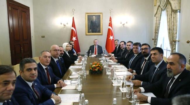 Cumhurbaşkanı Erdoğan Türk Eczacıları Birliği Başkanı Çolakı kabul etti