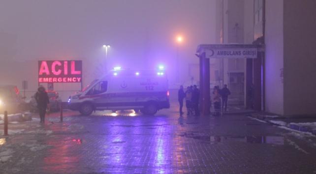 Hakkaride üs bölgesinde 3 asker yaralandı