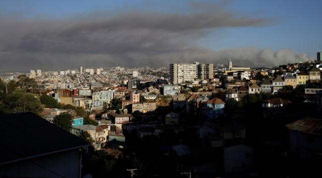 Orman yangınlarıyla boğuşan Şilide kırmızı alarm verildi