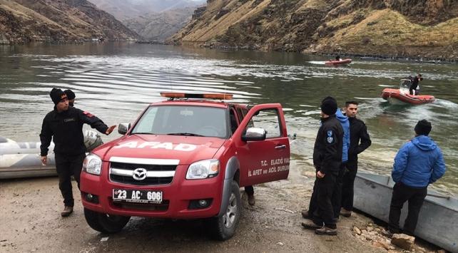 Fırat Nehrine devrilen kamyonetin sürücüsünün cansız bedeni bulundu