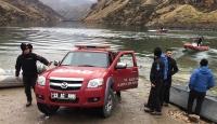 Fırat Nehri'ne devrilen kamyonetin sürücüsünün cansız bedeni bulundu