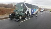 Kırşehir'de yolcu otobüsü ile otomobil çarpıştı: 3 ölü, 1 yaralı
