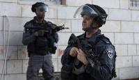 İsrail askerleri Batı Şeria'da 2 Filistinli işçiyi yaraladı