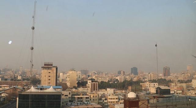 Tahranda hava kirliliği nedeniyle yarın okullar tatil edildi
