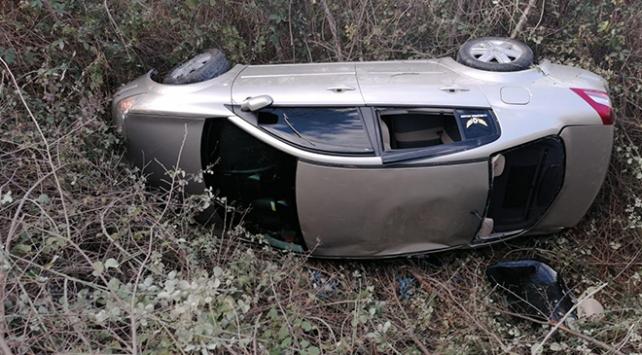 İnegölde dere yatağına devrilen otomobildeki 3 kişi yaralandı
