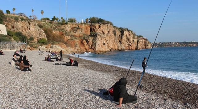 Antalyalılar kış güneşinin keyfini çıkardı